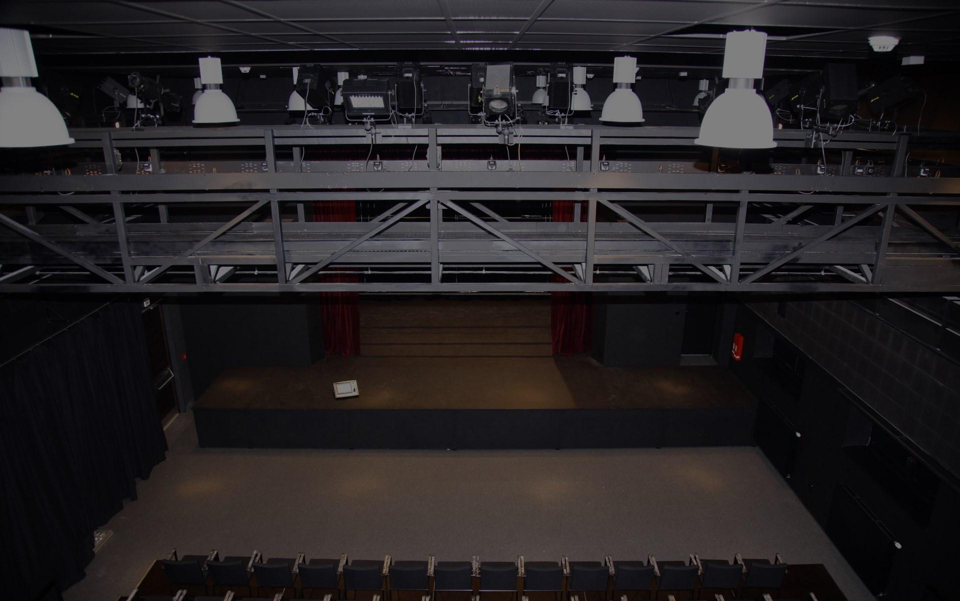 Realizace komplexních dodávek scénického ozvučení, AV technologií